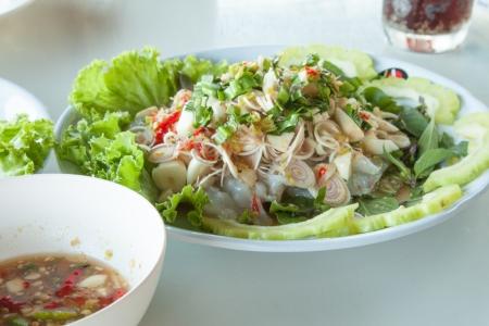 Pikantna saÅ'atka z surowych krewetek Goong Chae Naam Plaa Zdjęcie Seryjne