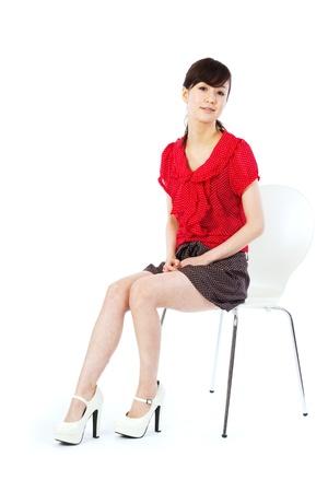 椅子に座って美しい若い女性 写真素材