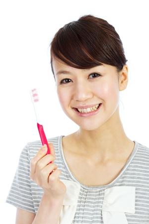 그녀의 이빨을 칫 솔 질하는 아름 다운 젊은 여자 스톡 콘텐츠