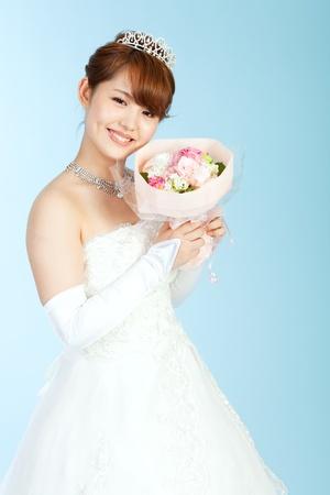 Hermosa mujer asi�tica vestida de novia Foto de archivo - 13406777