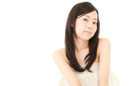 donna seduta sedia: Bella giovane donna seduta Ritratto presidente asiatico Archivio Fotografico