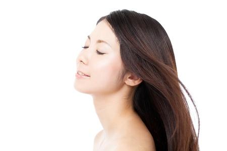 femme noire nue: Belle femme de cheveux sur fond blanc