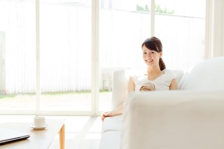 Beautiful young woman relaxing in the room 版權商用圖片