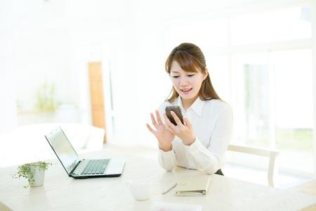美しいアジア女性実業家
