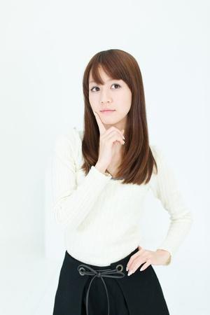 Schöne asiatische Frau Denken Standard-Bild - 17273035