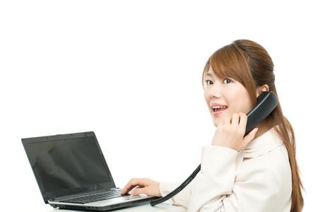 白い背景上に分離されて美しいアジア女性実業家