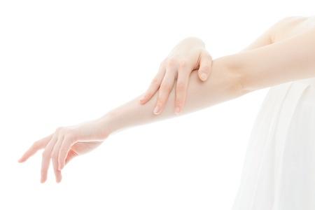 Schöne junge Frau, die Hände auf weißem Hintergrund Standard-Bild - 18786966