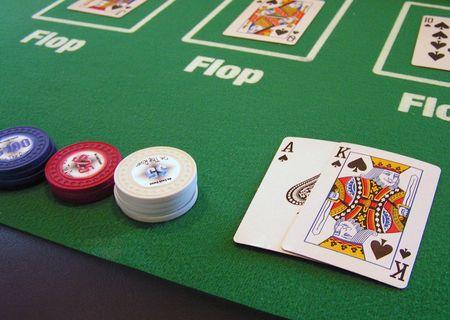 テキサスホールデム ポーカーのゲームではスペードのロイヤル フラッシュ。