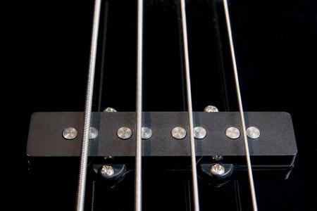 schwarz klar jazz Rock Bass Gitarre-Pickup mit gespannter Saiten