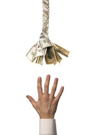 Notwendigkeit müden Mannes Hand zieht zu helfen, finanzielle Seil mit US-Dollar