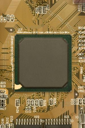 schwarz Chip Prozessor mit grünen Rahmen umgeben von braun orange Leiterplatte - Motherboard Lizenzfreie Bilder