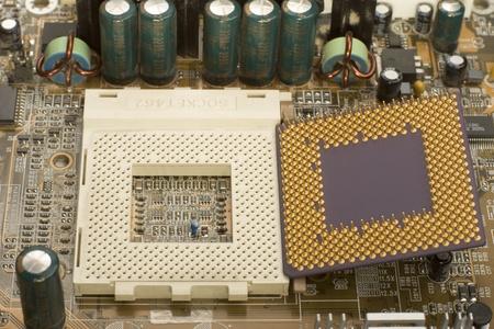 Makro-View Mikroprozessor mit Kontakten in der Nähe von Socket auf Hauptplatine
