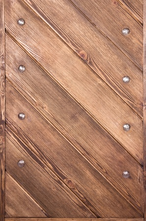 starke Holzbretter werden mit metallischen Bolzen verbunden. Lizenzfreie Bilder