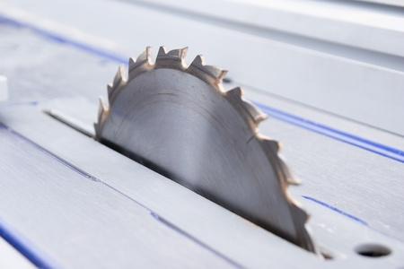 scharfen metallischen Kreissäge zum Schneiden von Holz Lizenzfreie Bilder