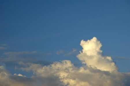 Bautiful blue sky with clouds background. Sky with clouds weather nature cloud blue 免版税图像