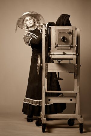 Vintage retro style photo of a young woman Zdjęcie Seryjne - 140598414