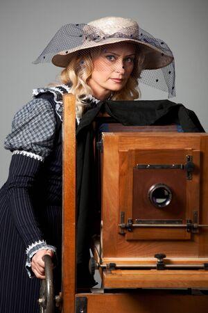 Portrait of a mysterious young positive woman Zdjęcie Seryjne - 140598416