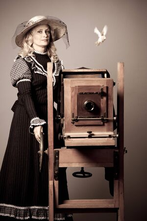 Retro photo of a beautiful mysterious blond woman Zdjęcie Seryjne - 140599998