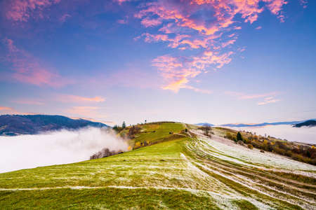 Frozen road against the backdrop of a beautiful sky and fluffy fog Imagens