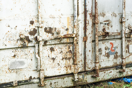 Old damaged rusty shipping container locking system, Archivio Fotografico