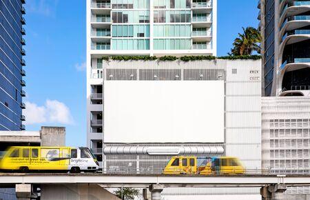 Empty white Billboard for presentation your design, Retail, advertising and commerce concept. Urban outdoor mockup. Foto de archivo - 133316037