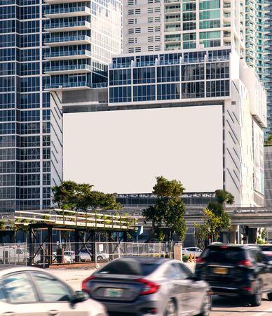 Empty white Billboard for presentation your design, Retail, advertising and commerce concept. Urban outdoor mockup. Foto de archivo - 133316040