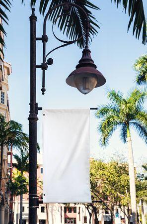 Empty white Billboard for presentation your design, Retail, advertising and commerce concept. Urban outdoor mockup. Foto de archivo - 133316042