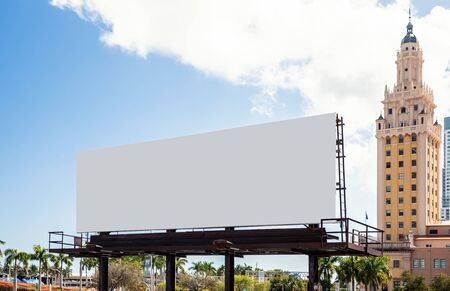 Empty white Billboard for presentation your design, Retail, advertising and commerce concept. Urban outdoor mockup. Foto de archivo - 133316043
