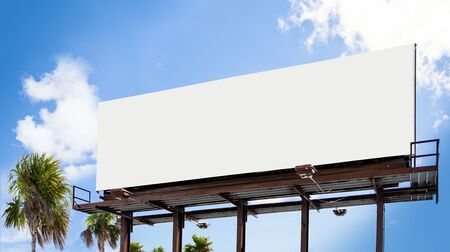 Empty white Billboard for presentation your design, Retail, advertising and commerce concept. Urban outdoor mockup. Foto de archivo - 133316044