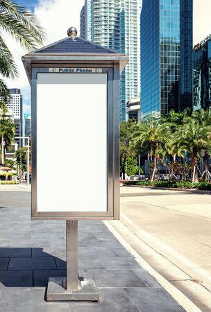 Empty white Billboard for presentation your design, Retail, advertising and commerce concept. Urban outdoor mockup. Foto de archivo - 133316055