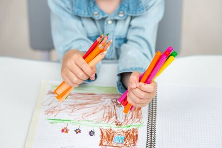 A child holds a felt pens and pencils. School concept Stockfoto