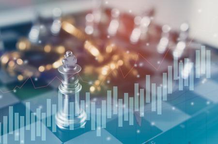 Het concept van het schaakbordspel bedrijfsideeën en de concurrentie en strategie van het stratagyplan succes, de statistiekenconcept van de financiële statistiekgrafiek van de Voorraad.