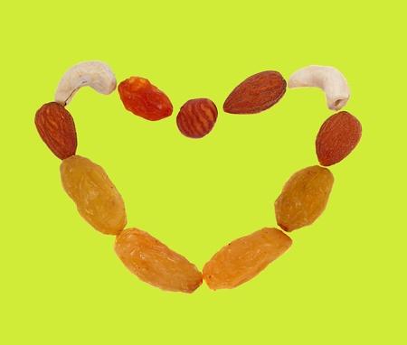 frutos secos: Coraz�n de nueces y frutos secos Foto de archivo