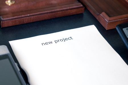 dayplanner: A sheet of paper on the table with the word new project