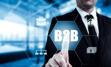 b2b: Mano de empresario icono del botón de prensa web B2B.