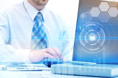 Proteger concepto de nube de datos de información. La seguridad y la seguridad de los datos de la nube Foto de archivo