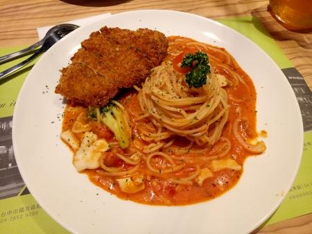 Delicious tomato sauce pork chop pasta