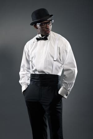 Homem americano preto vintage de terno com chap