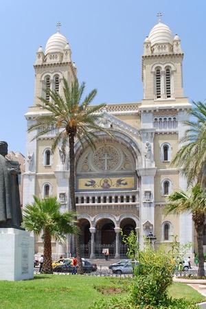 De kathedraal van St Vincent de Paul is een rooms-katholieke kathedraal in Tunis.