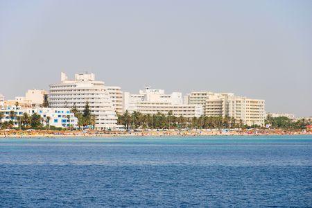 Escena en la playa mediterr�nea en T�nez.  Foto de archivo