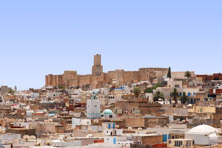 Totaal beeld van de stad, daken van huizen, archeology museum van Sousse, Tunesië