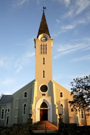 church steeple: Chiesa contro blu cielo Archivio Fotografico