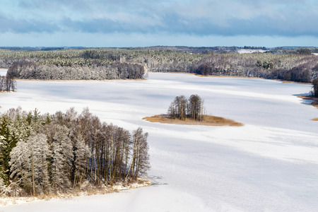 masuria: Frozen Jedzelwo Lake in winter. Masuria, Stare Juchy.