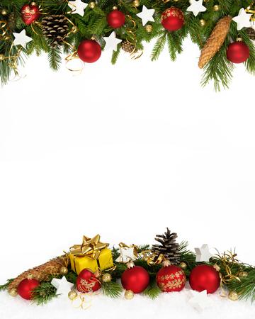 cintas navide�as: La decoraci�n de Navidad cuatro quintos con bolas, estrellas, conos y regalo sobre fondo blanco .. Foto de archivo