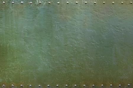 リベットで留められた軍事や産業用プレート。金属の背景。