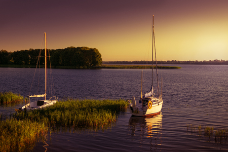 masuria: Yachts floating on the waters of the lake polish. Early morning.