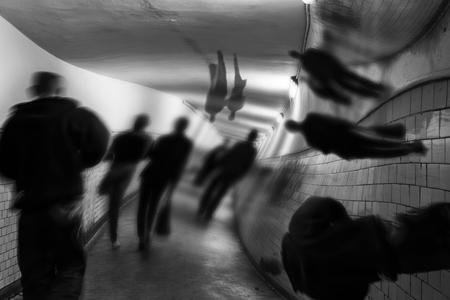 幻覚、せん妄ソルニエ トンネル内。 写真素材