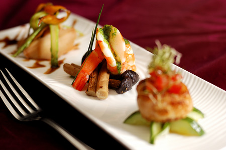 창작 요리 전채 새우 해산물. 파티시 새우 전채입니다.
