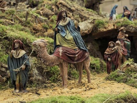ベレンのポータルのクリスマスの伝統の装飾的な数字 報道画像