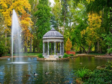 Pond of the Chinescos Garden of the Prince in Aranjuez Autumn Imagens